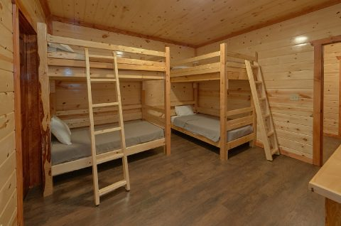 6 Bedroom Cabin with Bunk Beds - Swimming in the Smokies