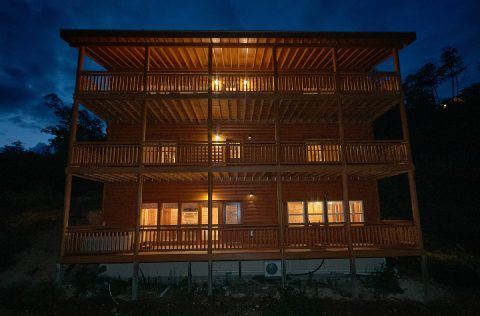 Spacious 6 Bedroom Cabin with Swimming Pool - Swimming in the Smokies