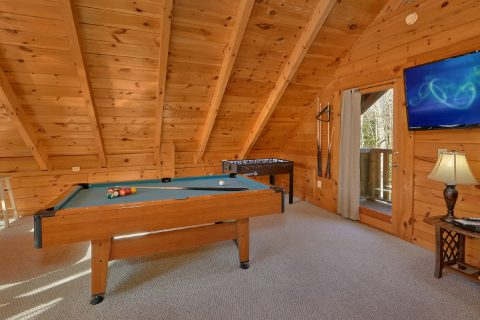 Gatlinburg Cabin with Pool Table and Large TV - Tennessee Dreamin
