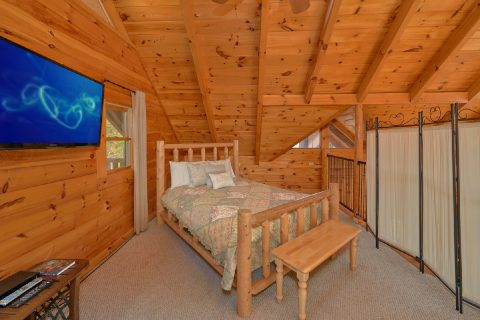 Queen Bedroom with Flatscreen TV - Tennessee Dreamin