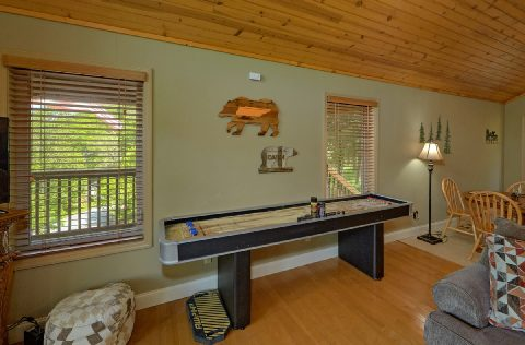 2 Bedroom Cabin with Shuffleboard and WiFi - Tennessee Tranquility