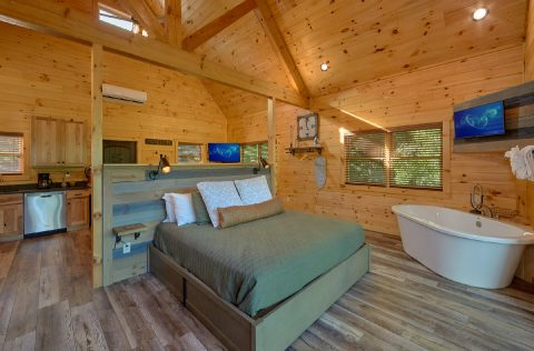 Premium cabin with king bed and private deck - Tennessee Treehouse