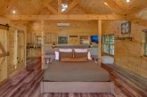 Luxury honeymoon cabin with King bed and hot tub