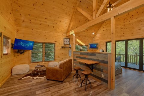 1 bedroom cabin with spacious living room - Tennessee Treehouse