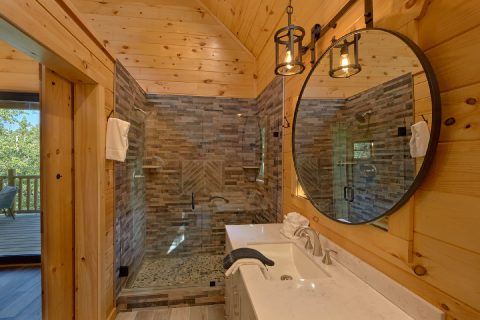 Luxurious bathroom in 1 bedroom honeymoon cabin - Tennessee Treehouse