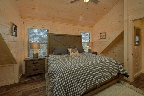 Spacious King Bedroom Sleeps 11 - The Bear and Buck