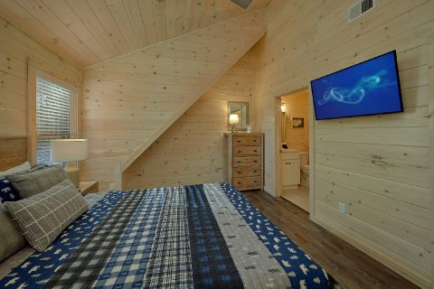 King bedroom with Cable TV Sleeps 11 - The Bear and Buck