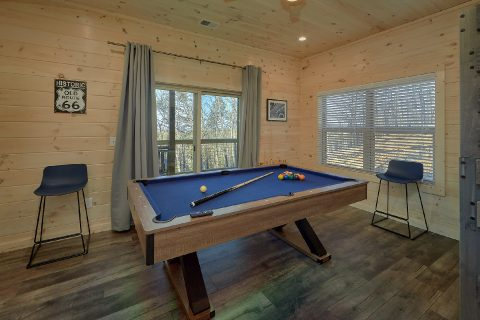 4 Bedroom Cabin with Pool Table and WiFi - The Bear and Buck