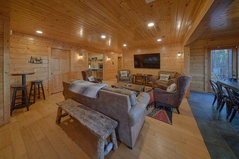 6 Bedroom 4 Bath Cabin Sleeps 15 Wears. Valley - The Big Cozy