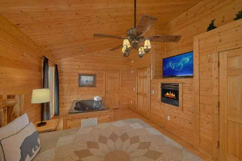 Large 6 Bedroom Cabin with Large Game Room - The Big Cozy