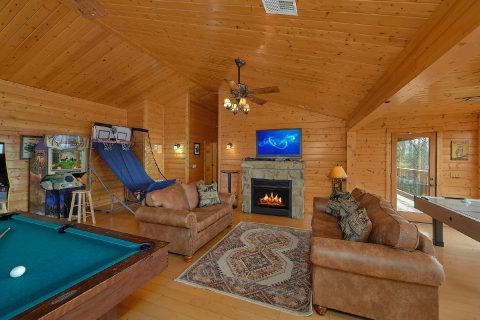6 Bedroom with Large Game Room Sleeps 15 - The Big Cozy