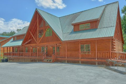 11 Bedroom cabin with Pool Table and Poker Table - The Big Lebowski