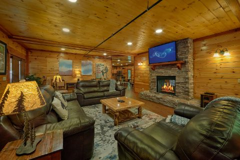 11 bedroom cabin game room with Pool table - The Big Lebowski
