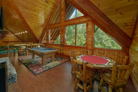 Cabin with Pool Table, Poker Table and Putt Putt - The Big Lebowski