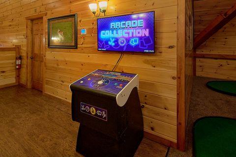 Luxury 11 bedroom cabin with Queen Bunkbeds - The Big Lebowski