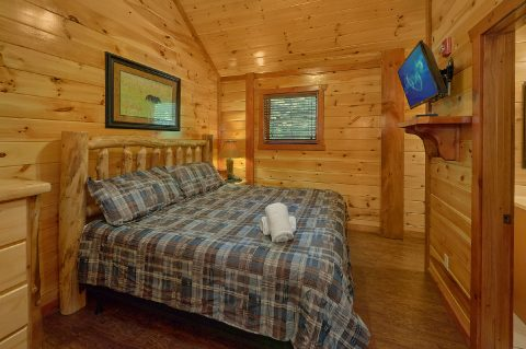 Master Bedroom with King bed and bath in cabin - The Big Lebowski