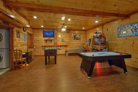 11 bedroom cabin with air hockey and arcades - The Big Lebowski