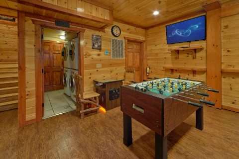 Luxury cabin with arcade games and foosball game - The Big Lebowski