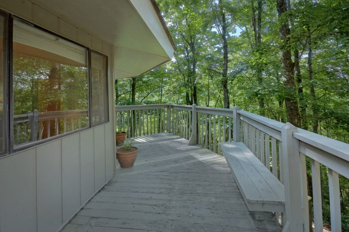 Large Decks 3 bedroom Cabin Sleeps 8 - The Birds Nest