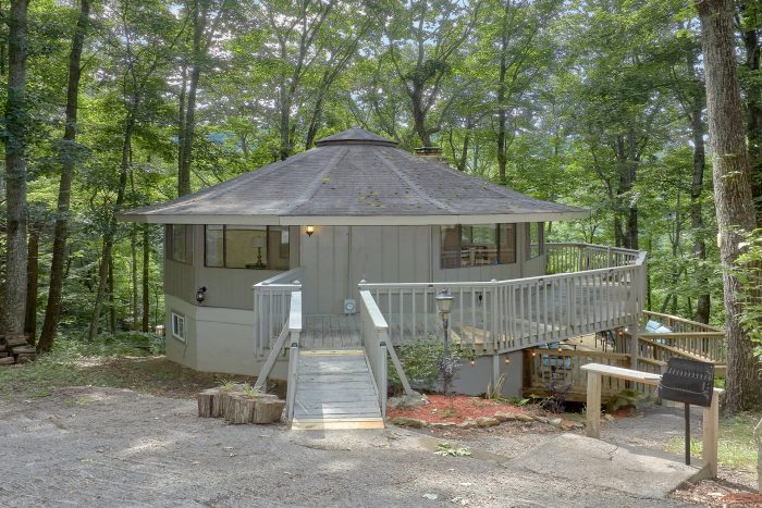 3 Bedroom 2 Bath Cabin Sleeps 8 Gatlinburg - The Birds Nest