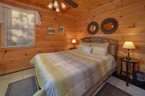 Spacious 4 Bedroom 3 Bath Cabin Sleeps 8 - The Gathering Place