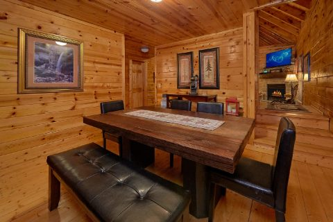 4 Bedroom 3 Bath Cabin Sleeps 10 - The Majestic