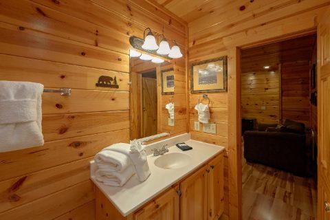 4 Bedroom 3 Full Bath Sleeps 10 - The Majestic