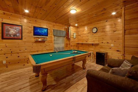 4 Bedroom WIth Pool Table Sleeps 10 - The Majestic