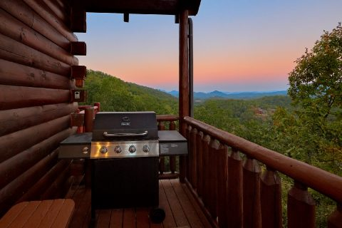 Gas Grill 4 Bedroom Cabin Sleeps 10 - The Majestic