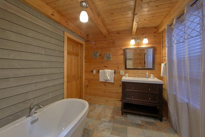 Spacious Master Bath Room - The Overlook