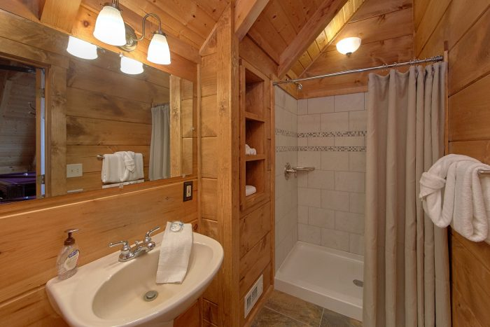 2 Privat Bath Rooms 1 Bedroom Cabin Sleeps 4 - The Overlook