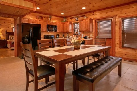 Luxurious Cabin with Large Dining Room Table - The Preserve