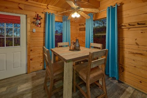 Luxurious 2 Bedroom Cabin with King & Queen beds - The Waterlog