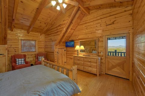 4 Bedroom Cabin with Top Floor Master Suite - The Woodsy Rest