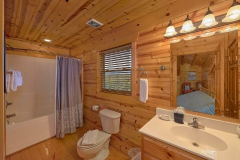 Master Suite Full Bath Room - The Woodsy Rest