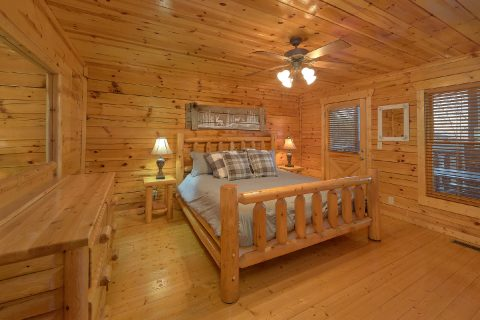 4 Bedroom Cabin with Main Floor Bedroom - The Woodsy Rest