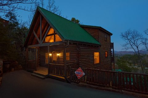 4 Bedroom 3 Bath Cabin Sleeps 14 The Summit - The Woodsy Rest