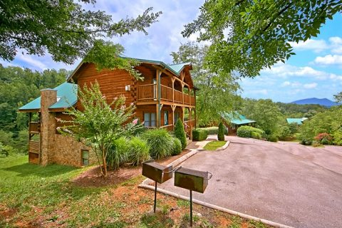 7 bedroom cabin with resort pool - Timber Lodge