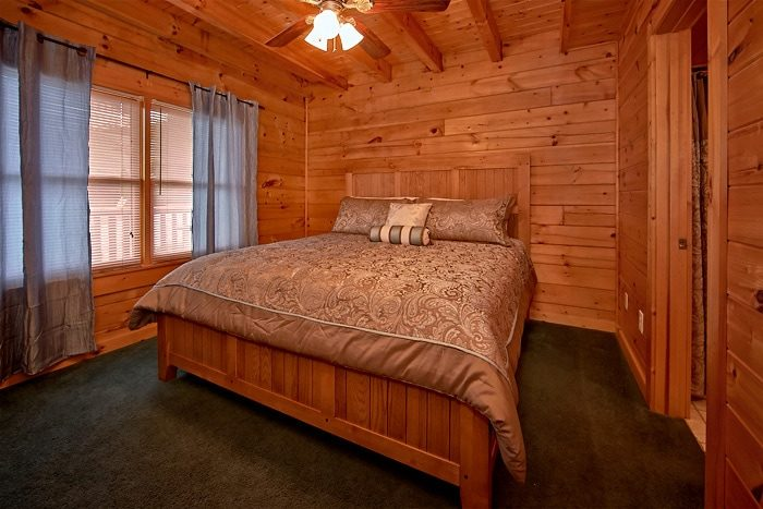 Cabin with 4 king suites - Timber Lodge