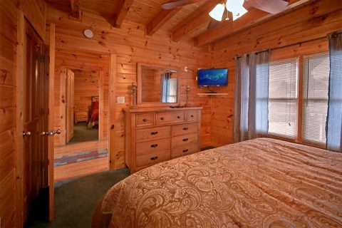 Cabin with King suite and flat screen TV - Timber Lodge