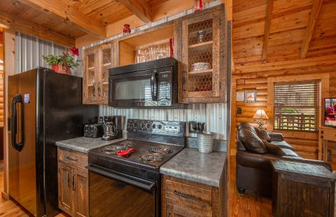 Fully Equipped Kitchen 2 Bedroom Cabin - Tin Pan Alley