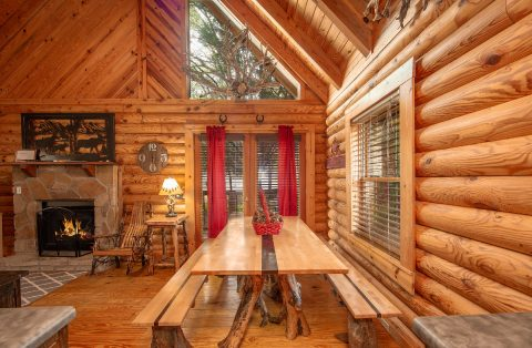 Large Dining Room Table 2 Bedroom Cabin Sleeps 8 - Tin Pan Alley