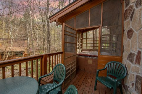 Beack Deck 2 Bedroom Cabin - Tin Pan Alley