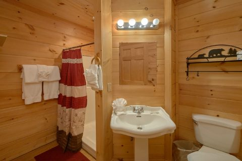 2 Bedroom 2 1/2 Bath Cabin Sleeps 6 - TipTop