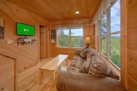 Extra Seating Space 2 Bedroom Cabin Sleeps 6 - TipTop