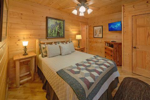 King Bed with Views 2 Bedroom Cabin Sleeps 6 - Tip Top