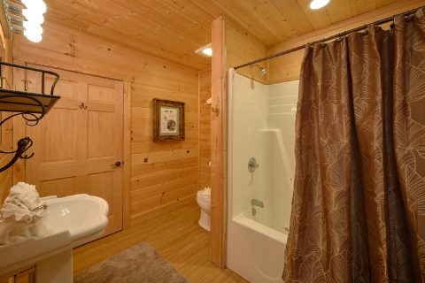 2 Bedroom Cabin 2 1/2 Bath Sleeps 6 - TipTop
