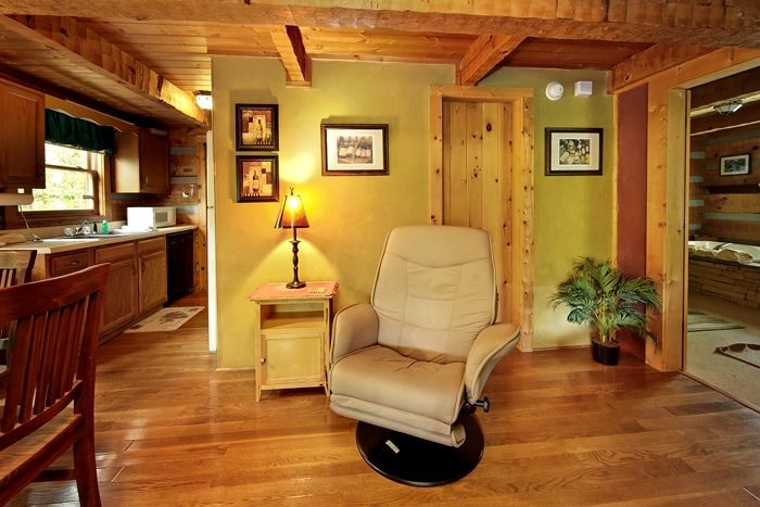 1 Bedroom Cabin Rustically Furnished & Equipped - Top of the Mountain