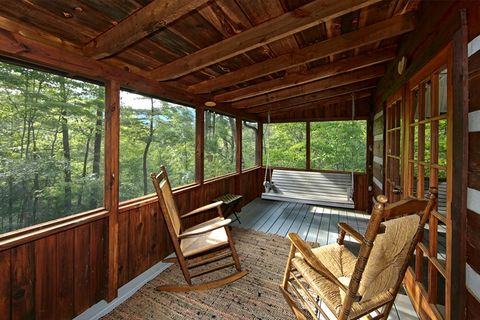 Rustic 1 Bedroom Cabin in a Wooded Setting - Top of the Mountain