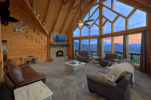 Luxury cabin with mountain view from living room - Top Of The World